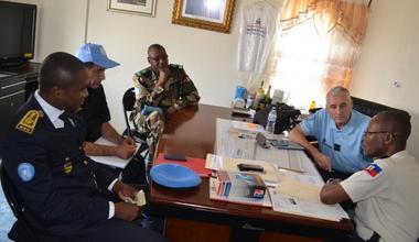 Le Commandant de la composante Police de la MINUJUSTH et le Directeur général de la Police nationale d'Haïti (PNH) ont effectué une tournée dans les 11 départements d'Haïti. © UNPOL Comlan Flavien Dovonou / UN / MINUJUSTH, 2018