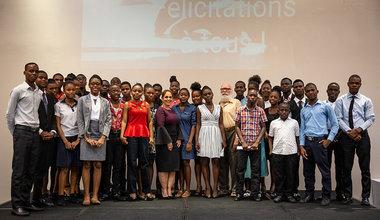 Le 21 septembre, à Port-au-Prince, la MINUJUSTH célébrait la journée internationale de la paix avec la cérémonie d'annonce des résultats du concours #IlEtaitUneFABLE. © Leonora Baumann / UN / MINUJUSTH, 2018