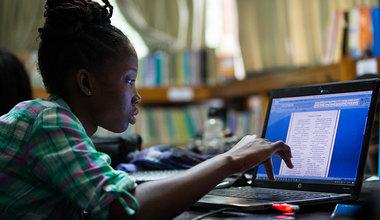 Pendant l'été 2018, la MINUJUSTH a partagé sur ses réseaux sociaux plus de 33 fables écrites par de jeunes Haïtiens. © Leonora Baumann / UN / MINUJUSTH, 2018