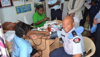 Le 26 janvier 2018, les policiers internationaux ont donné leur sang dans le camp de la FPU2 indienne, à Port-au-Prince. © UNPOL Adili Toro Agali / UN / MINUJUSTH, 2018