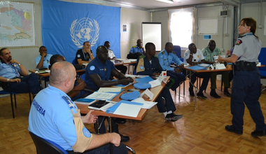 Police officer Sergeant Deborah Porter of the Conduct and Discipline Team in a training session with police component participants. © UNPOL Adili Toro Agali, Comlan Flavien Dovonou / UN / MINUJUSTH, 2018