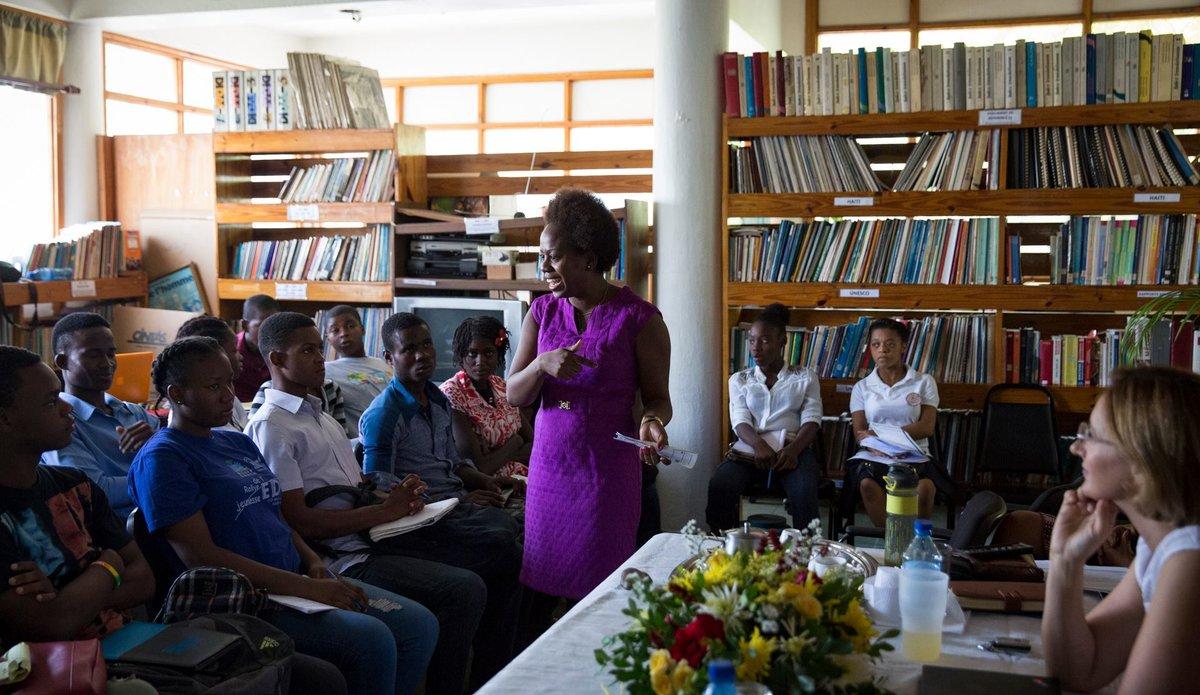 Au sein de la Commission nationale haïtienne de coopération avec l'Unesco (CNHCU), la MINUJUSTH a dévoilé les 33 fables produites pas des enfants dans le cadre de son concours #IlÉtaitUneFABLE. © Leonora Baumann / UN / MINUJUSTH, 2018