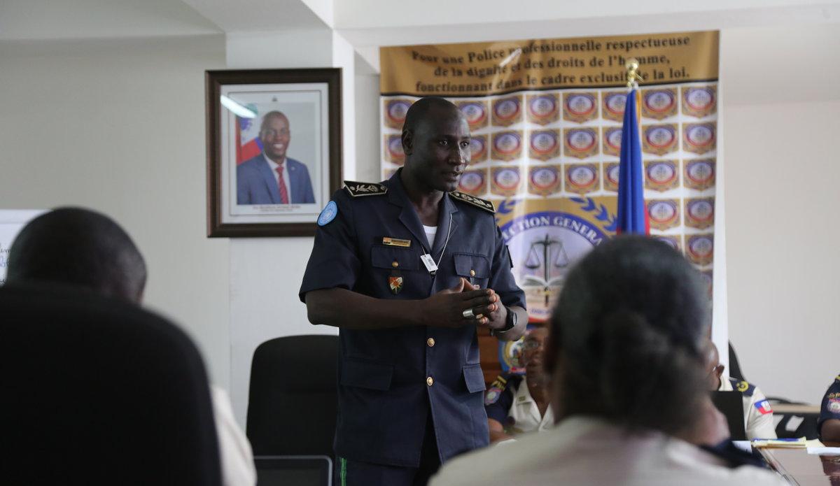 Au sein de l'Inspection général de la Police nationale d'Haïti (IGPNH), la MINUJUSTH a organisé une « formation de formateurs » sur les droits de l'Homme et l'application de la loi. © David Nieto / UN / MINUJUSTH, 2018