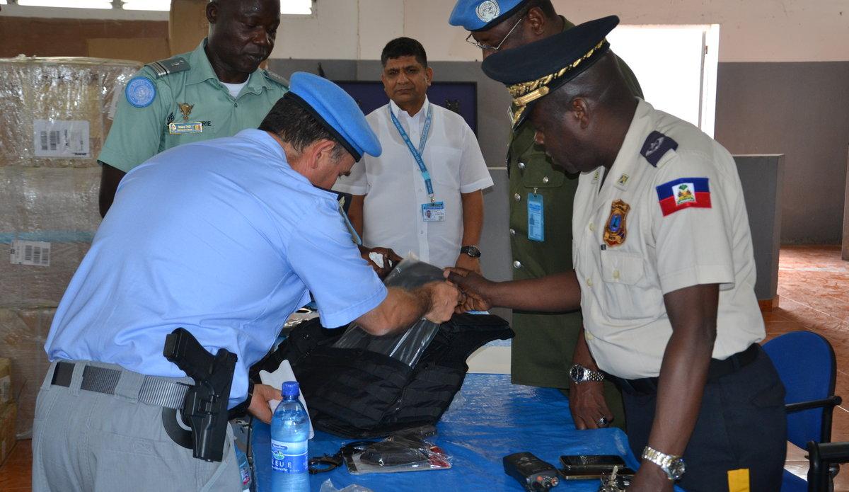 La MINUJUSTH veut renforcer les capacités opérationnelles des unités d'intervention de la Police nationale d'Haïti (PNH). © UNPOL Comlan Flavien Dovonou / UN / MINUJUSTH, 2018