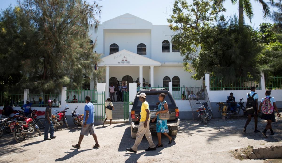 Pour Paul Éronce Villard, Officier Associé du pilier État de droit de la MINUJUSTH, la comparution immédiate est une des priorités du système judiciaire en Haïti. © Leonora Baumann / UN / MINUJUSTH, 2018
