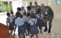 Les policiers indiens célèbrent leur fête nationale avec un don à un orphelinat